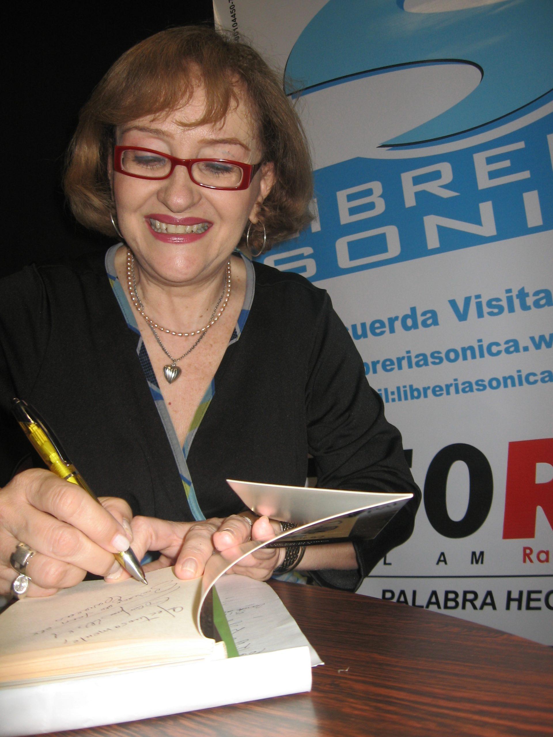 Carmen Cristina Wolf: 'Escribo un poema como si un rayo de luz me atravesara'. Entrevista de José Pulido
